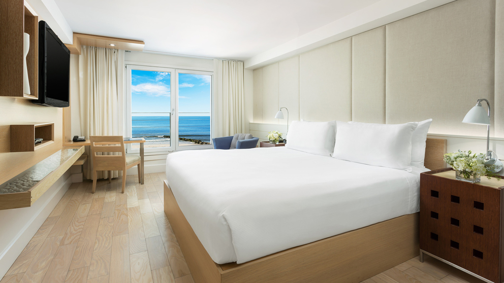 KING OCEANFRONT VIEW ROOM