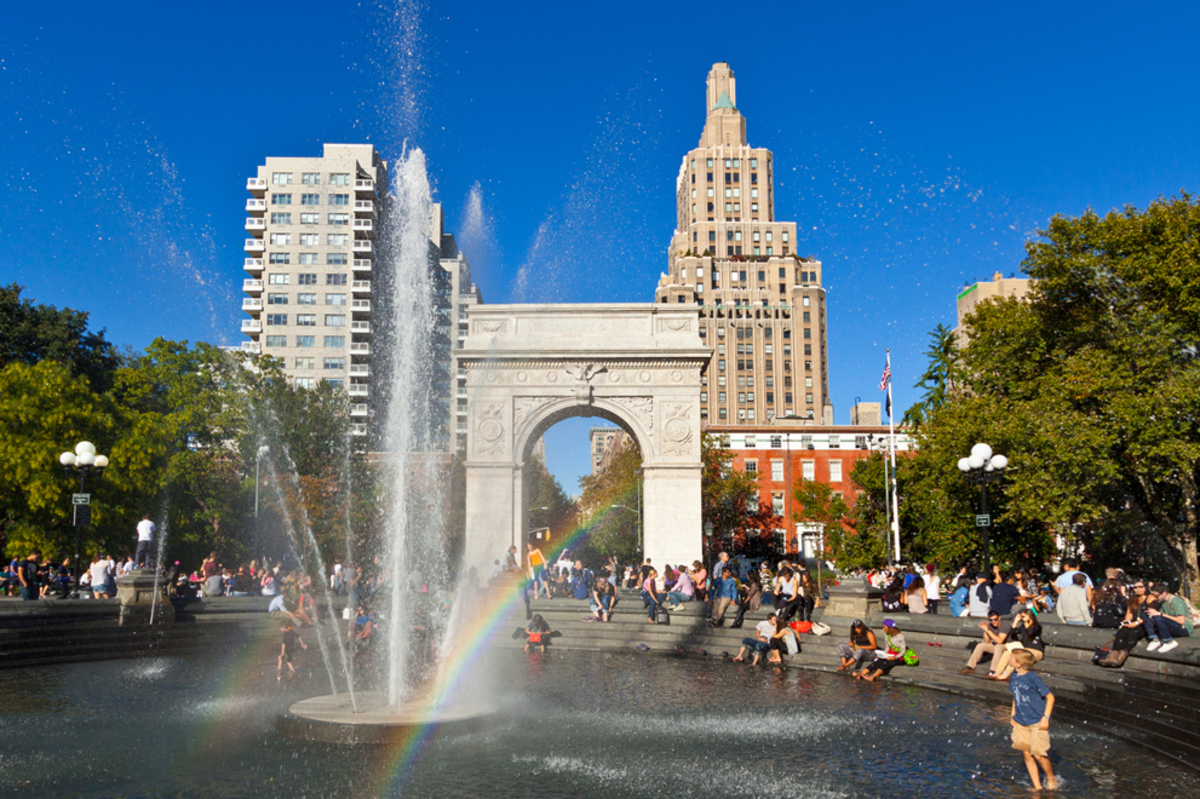 mts-play-fountains-in-nyc-summer-washington-square-park (1)
