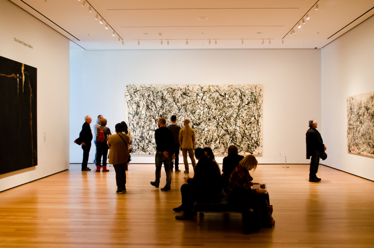 people-in-gallery-at-moma-nyc