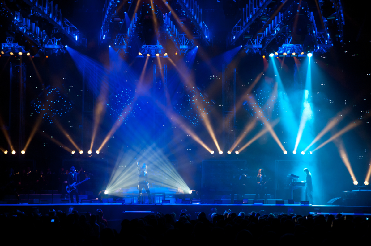trans-siberian-orchestra-playing-in-holiday-concert