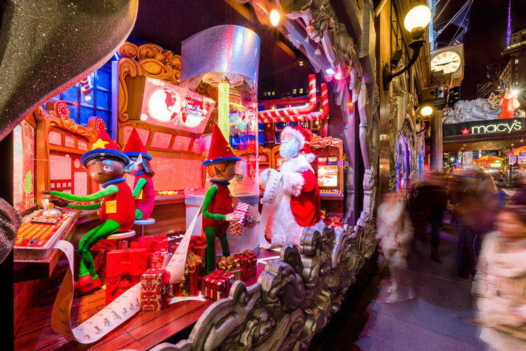 //cdn.traveltripper.io/site-assets/192_701_22274/media/2018-12-26-141129/royalton-history-holiday-window-displays-new-york.jpg