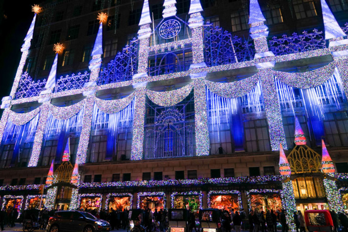 royalton-history-holiday-window-displays-new-york-saks