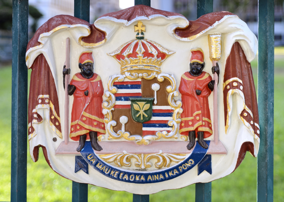 iolani-palace-gate-seals