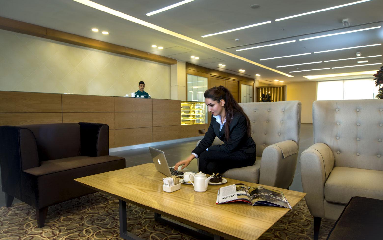 The Café (Lobby Lounge)