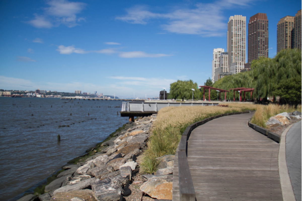 Image of Hudson River Park boardwalk