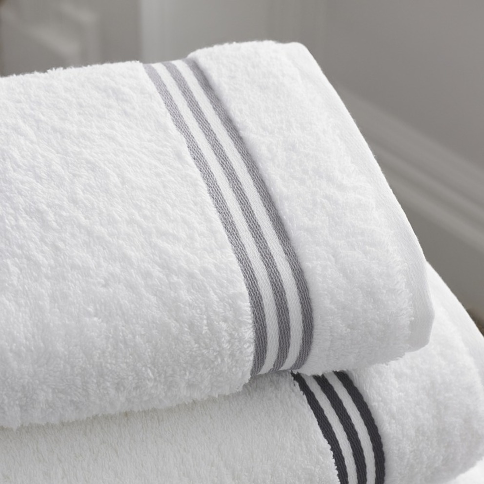 Full shower amenities & towels