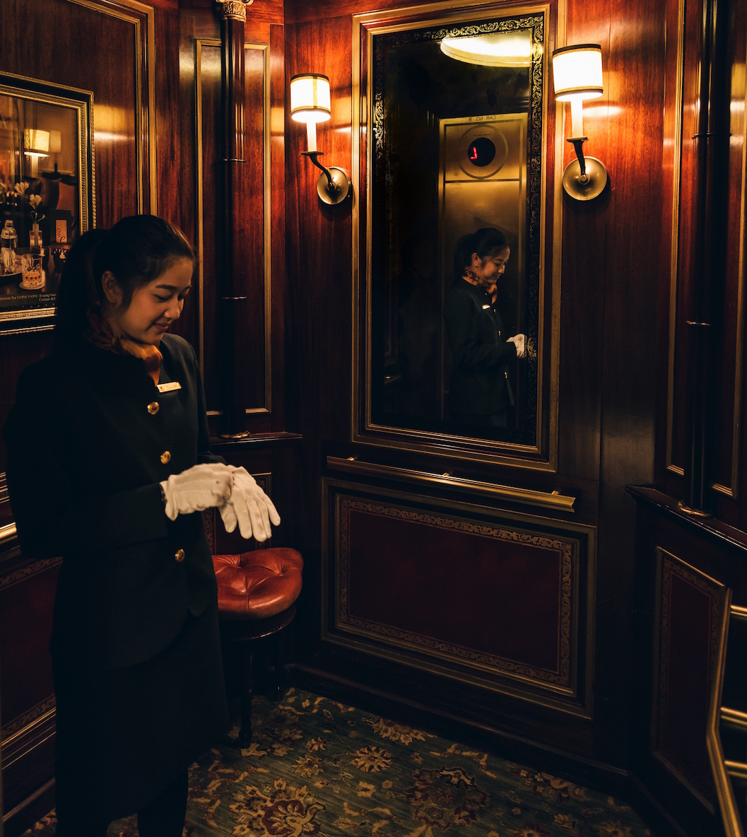 Dining Room Attendant: Fine Dining In Central Park