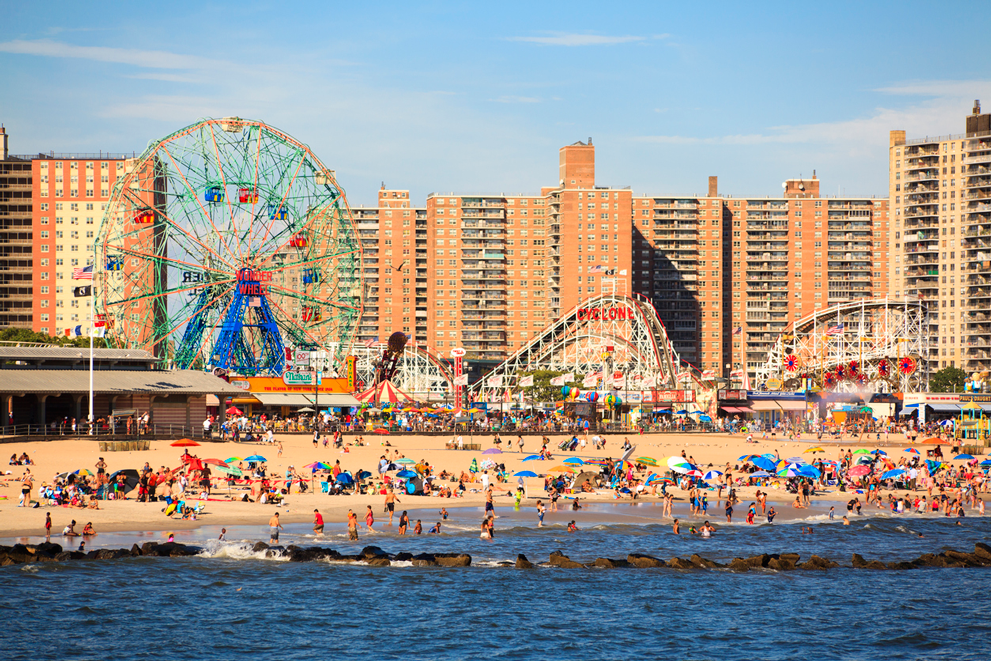 new-yorker-best-beaches-and-pools-nyc-coney-island