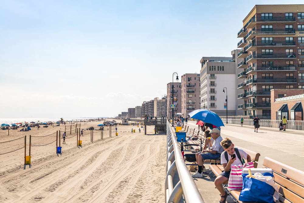 new-yorker-best-beaches-and-pools-nyc-long-beach-ny