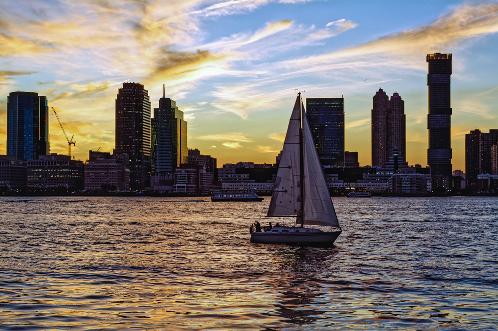 new-yorker-sail-around-new-york-city-sailboat