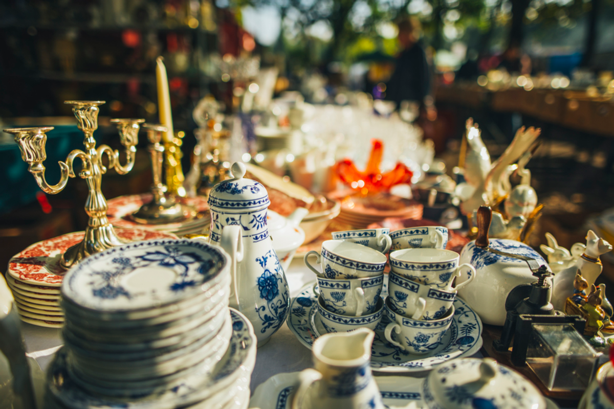 selection-of-antiques-in-nyc-market