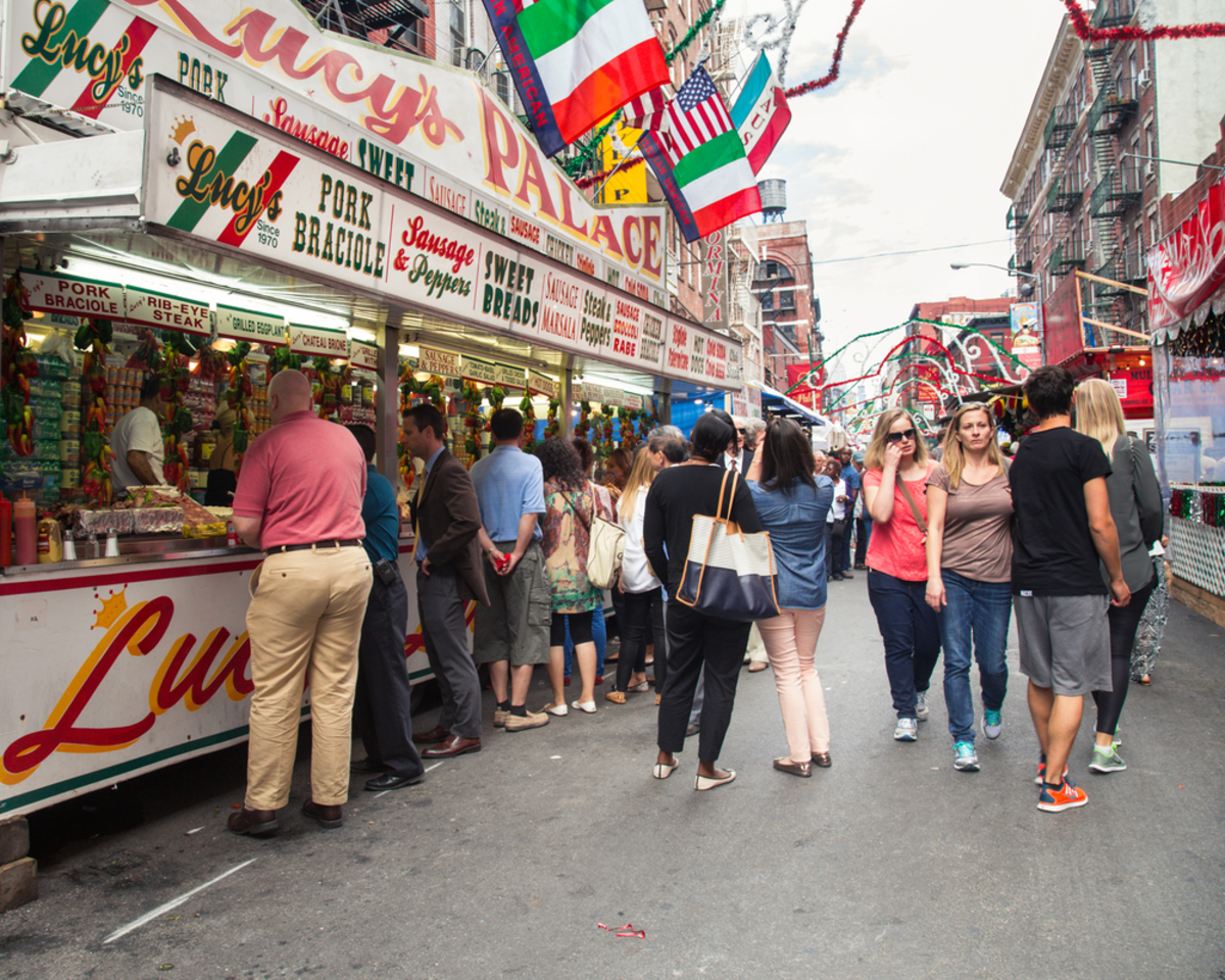 street-stand-during-feast-of-saint-gennaro-nyc