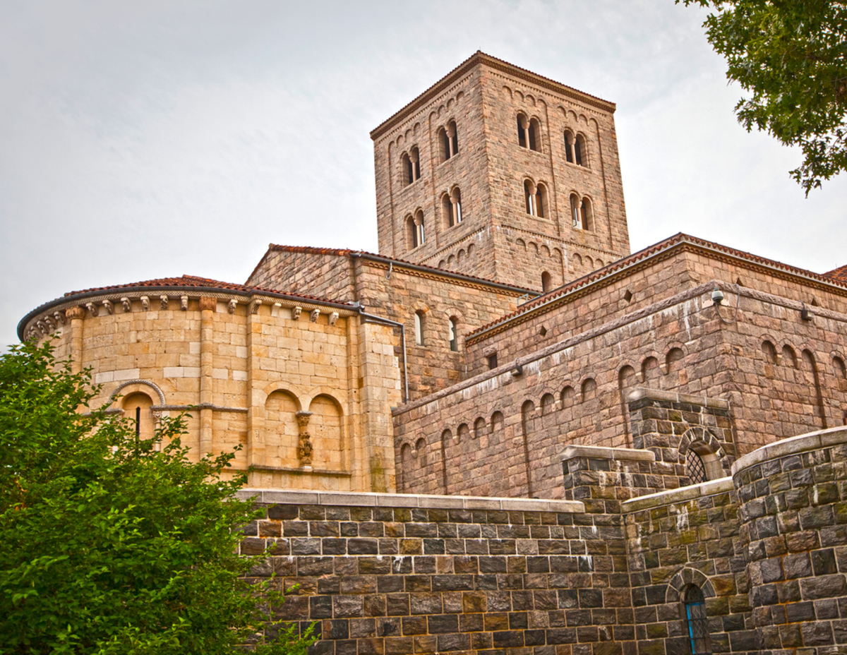 exterior-of-the-cloisters-best-leaf-peeping-experiences-nyc