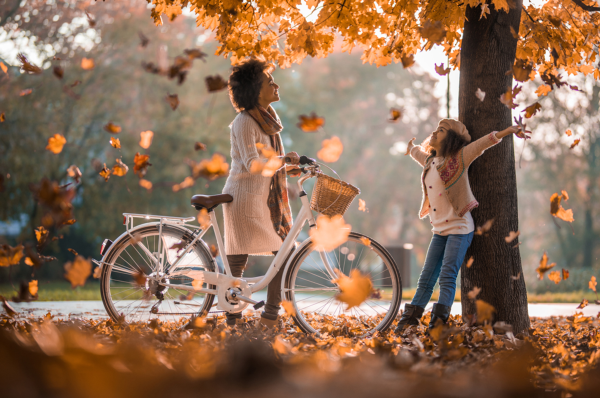woman-and-little-girl-cycling-in-fall-best-leaf-peeping-experiences-nyc