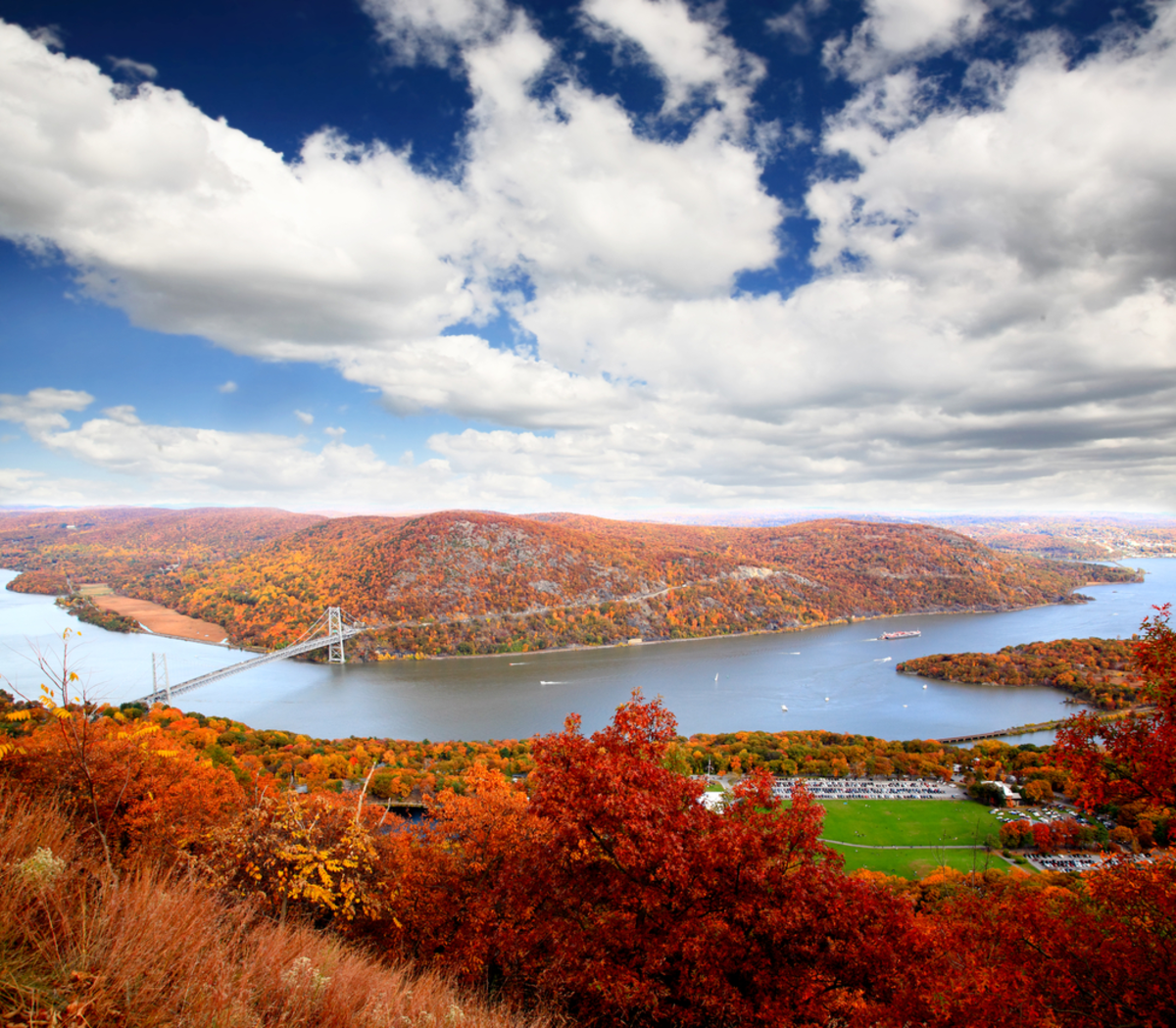 aerial-view-hudson-river-best-leaf-peeping-experiences-nyc