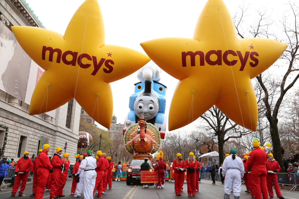 start-shaped-floats-in-macys-thanksgiving-day-parade