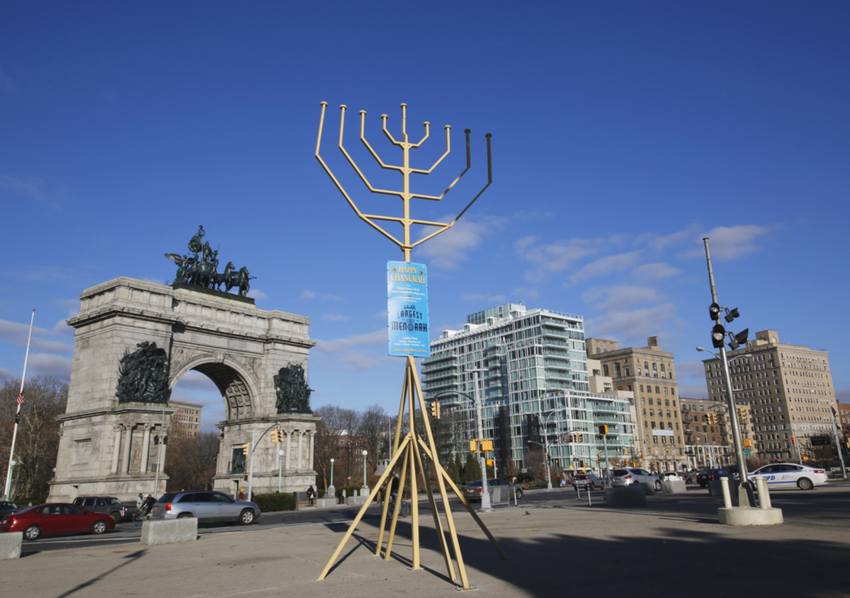 menorah-lighting-in-nyc-hannukah
