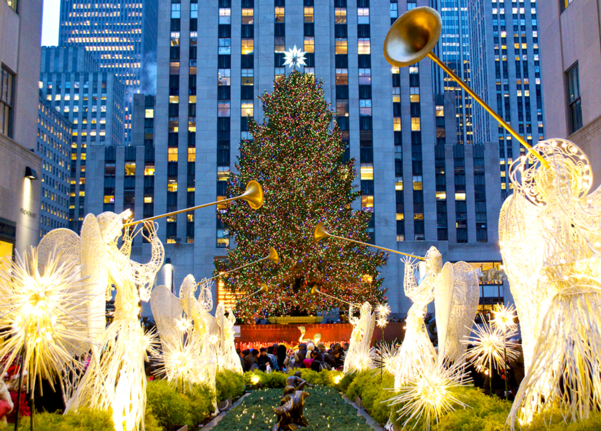 Christmas Lights and Holiday Window Displays in NYC