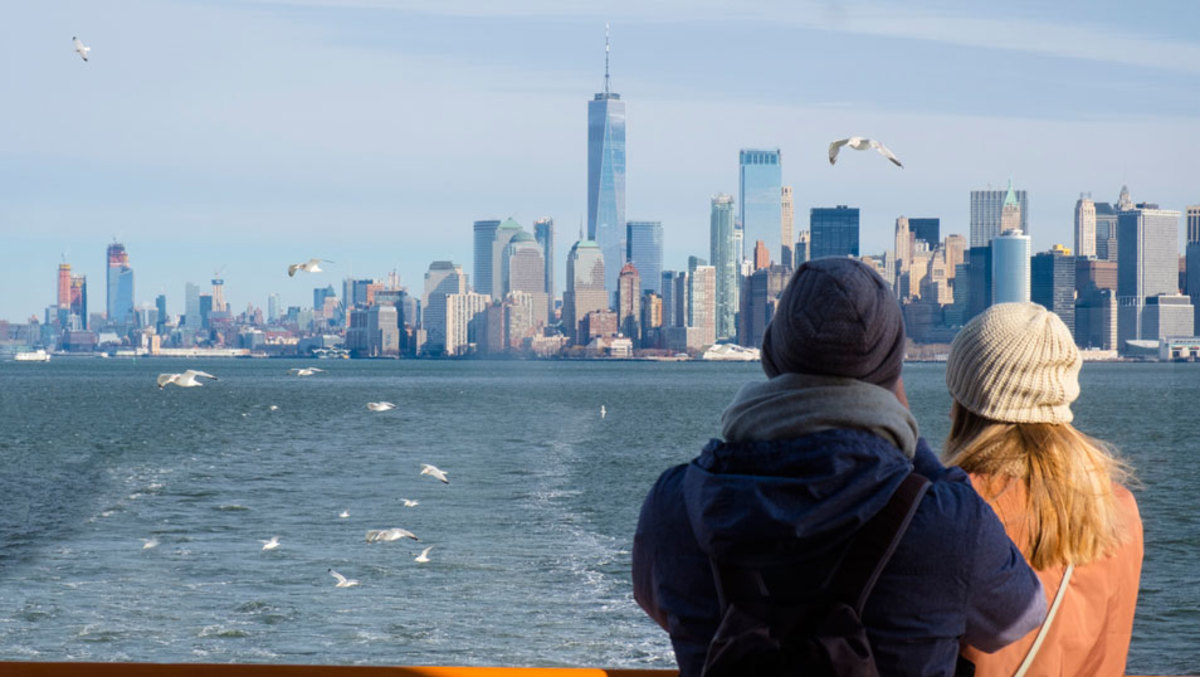 couple-on-ferry-looking-at-nyc-skyline