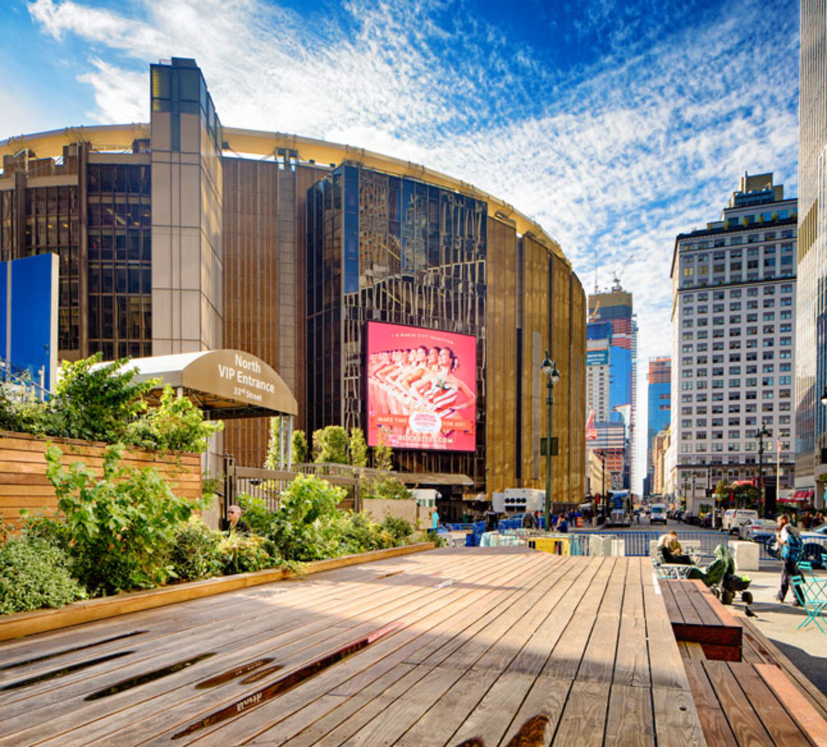 exterior-of-madison-square-garden-in-new-york
