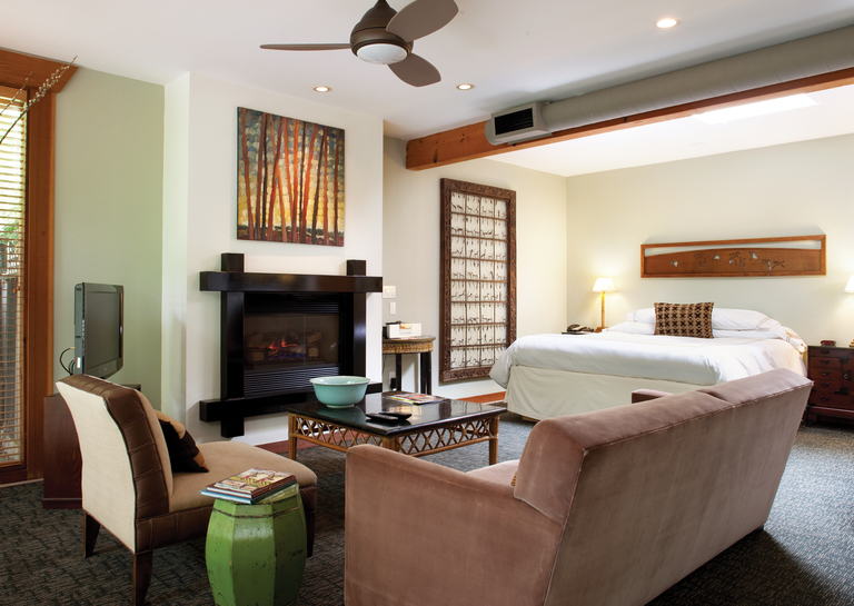 GAI Guestrooms Creekside Suite